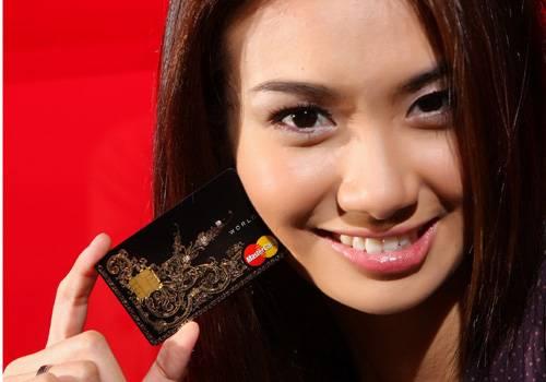 """บัตรเครดิต ประดับเพชร วิธีจับ """"ไฮโซ"""" ของเคทีซี"""