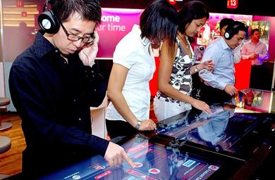 SingTel เปิดร้าน Multimedia Shopping Store