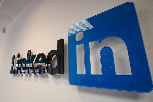 LinkedIn ทำได้ดีกว่า Facebook ทั้งรายได้ และกำไร
