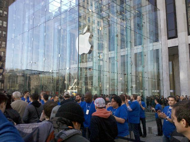 วันเปิดขายวันแรก และการทำโฆษณาของ Apple iPad