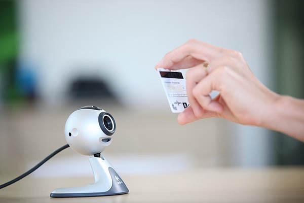 """""""รูดปื๊ด"""" ซื้อของง่ายๆด้วย webcam ?!"""