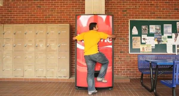 Coca-Cola Hug Machine กอดตู้กินฟรี