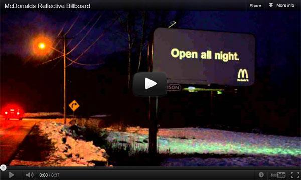 McDonald กับ Billboard ที่เห็นได้เฉพาะกลางคืน