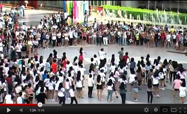 น่าร็อค!! Flash mob กลางสยามพารากอน..โดยวัยรุ่นไทยเพื่อ 1D One Direction