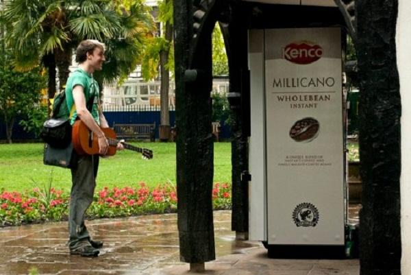 รับคำสั่งจากตู้ขายกาแฟ ใครทำตามได้ดื่มฟรี!