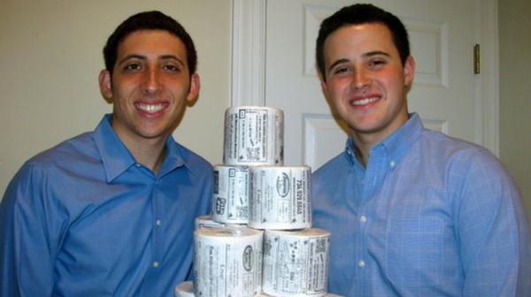 2 พี่น้องวัย 20 เป็นเจ้าของธุรกิจโฆษณา (บนกระดาษทิชชู่)
