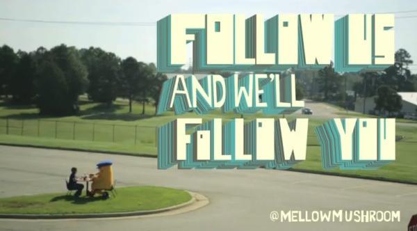 """แบรนด์พิซซ่ายื่นข้อเสนอ """"follow เรา แล้วเราจะ follow คุณ"""""""