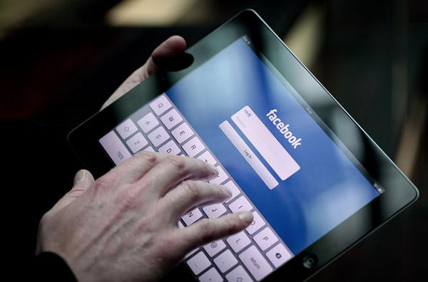 2013 โฆษณาบนอุปกรณ์พกพา Google-Facebook โตก้าวกระโดด