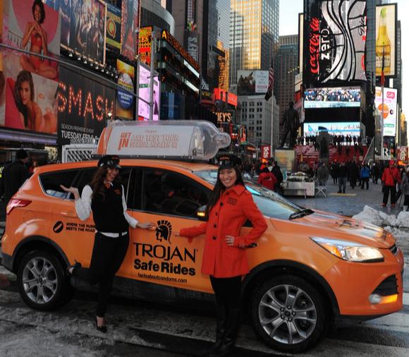 บริษัทถุงยางจัดเต็มนั่งแท็กซี่ฟรี-แจกถุงยางฟรี! รับวาเลนไทน์
