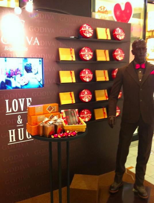 ช็อคโกแลต Godiva ชวนคนญี่ปุ่นหัดกอดรับวาเลนไทน์
