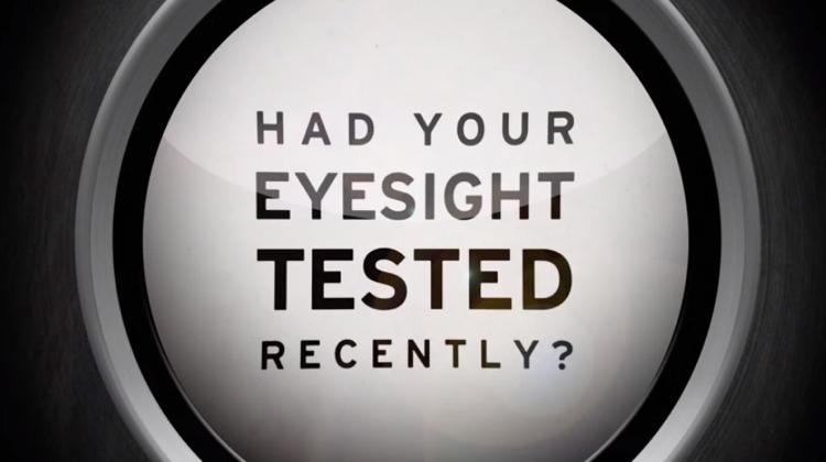 ตรวจหูด้วยการเช็กสายตา ไอเดียโฆษณาที่เฉียบแหลมและได้ผล