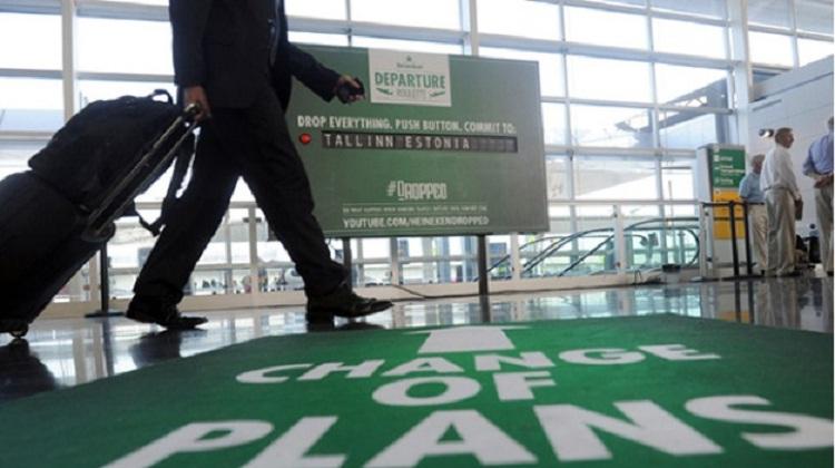 ทำไม Heineken จึงตั้งบูธที่สนามบิน เพื่อชวนนักเดินทางเปลี่ยนแผน?