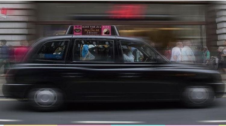 Magnum อังกฤษติดโฆษณาบนแท็กซี่แสดงผลตามอุณหภูมิ