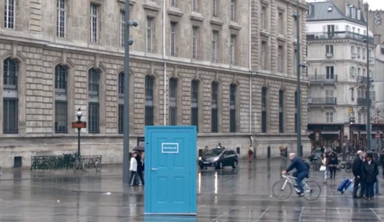SNCF ใช้กลยุทธ์ Guerilla Marketing ขายตั๋วรถไฟด้วยประตูโดเรมอน