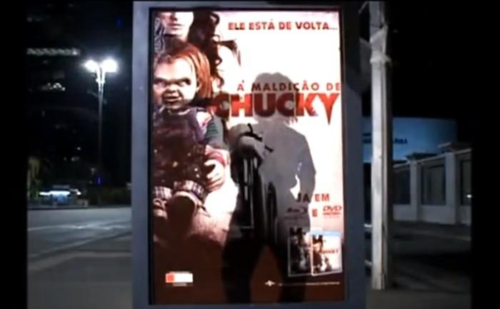 แค้นฝังป้าย? ไวรัล chucky ทำคนรอรถเมล์หัวใจแทบวาย