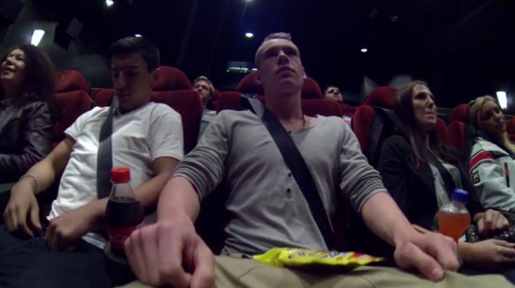 โฆษณารณรงค์การคาดเข็มขัดนิรภัยในโรงหนัง? ไอเดียแปลกแต่เข้าท่า