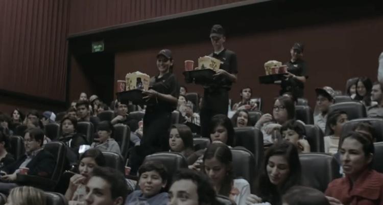 โค้กตามหาคนใจดีในโรงหนัง พร้อมตอบแทนรางวัลด้วยโค้กและป็อปคอร์น