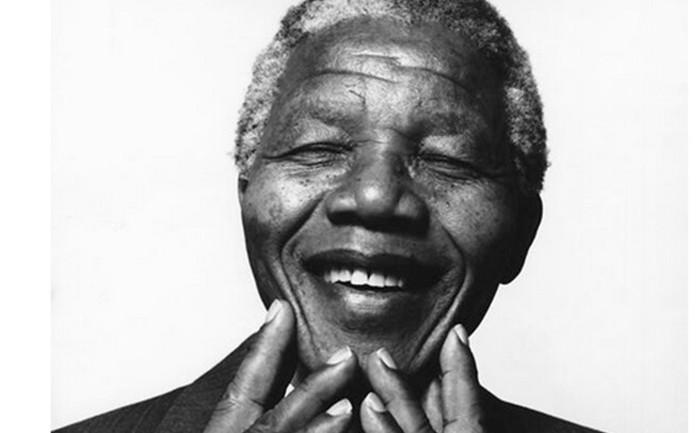 โลกโซเชียลฯ อาลัย แมนเดลา วีรบุรุษแอฟริกาใต้ถึงแก่อสัญกรรม