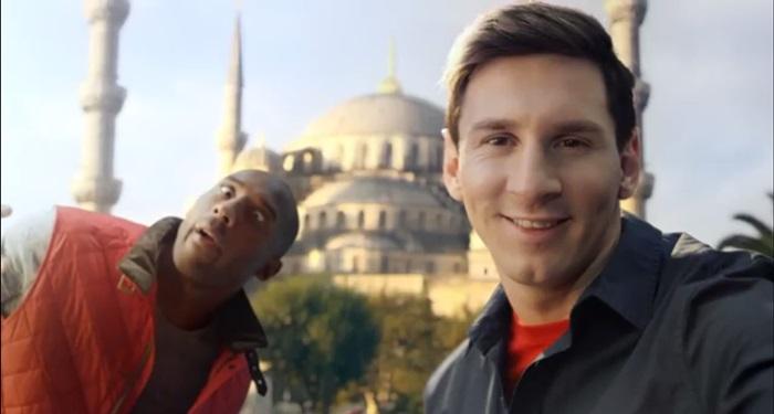 วัดกันหน่อย! Turkish Airline จับ Kobe vs Messi ซุปตาร์คนไหนถ่าย Selfie เจ๋งกว่ากัน
