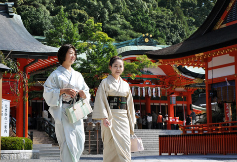 6153702-849211-kyoto-japan-oct-23-2012-japanese-girls-at-fushimi-inari-shrine