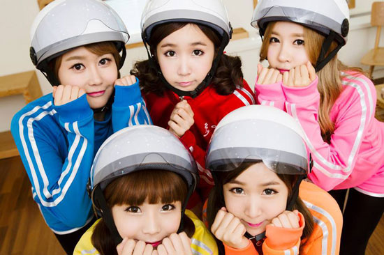 Crayon-Pop-wins-the-Hot-Trend-award-at-the-2013-MelOn-Music-Awards.