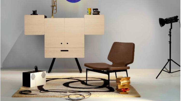 """นักออกแบบอิตาลี ติด""""emoji""""ให้เฟอร์นิเจอร์ในบ้าน"""