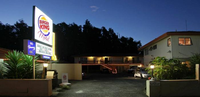 Burger King มโนเข้าท่า! ใช้คอนเซปต์เข้าโรงแรมมาพบชู้ เพื่อชวนคนเปลี่ยนจากเมนูเบอร์เกอร์เนื้อวัวมาลองเบอร์เกอร์ไก่!