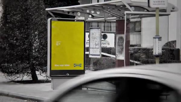 IKEA ใช้บิลบอร์ดภาพลวงตา ชวนคนซื้อเฟอร์นิเจอร์สีจัดๆ มาแต่งบ้าน