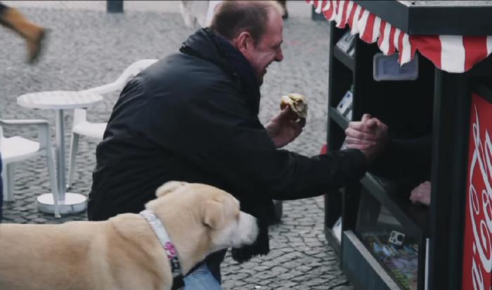 เมื่อขายของเล็ก อะไรๆ ก็ต้องเล็กตามไปด้วยซิ โค้กเปิดร้านค้าจิ๋วโปรโมทโค้กผลิตภัณฑ์ใหม่