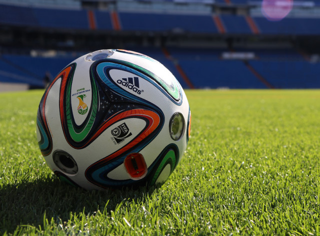 adidas-ball-with-camera-world-cup-2014-designboom-06-640x472