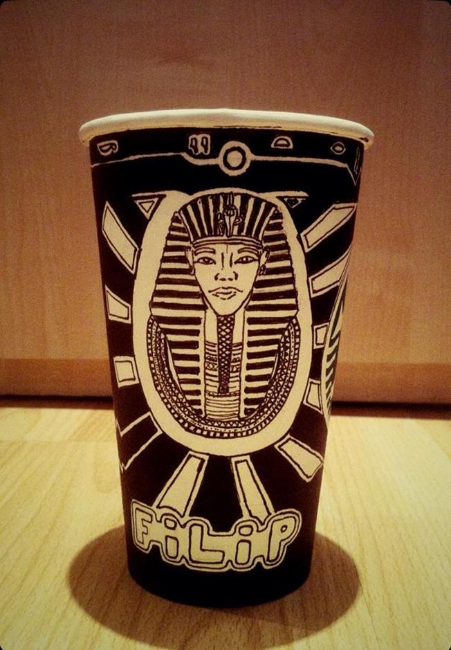 barista-starbucks-cup-2