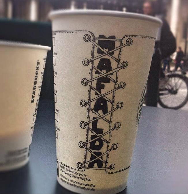 barista-starbucks-cup-4