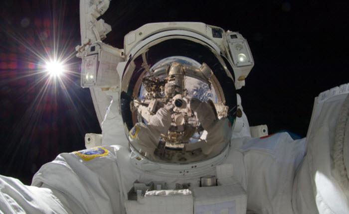 o-SPACE-SELFIE-570