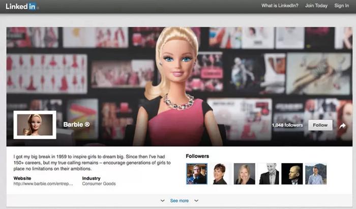 """ตุ๊กตาบาร์บี้เวอร์ชันใหม่แปลงตัวเป็น """"นักธุรกิจสาว"""" จึงเลือกสื่อโปรโมทตัวเองใน Linkedin"""