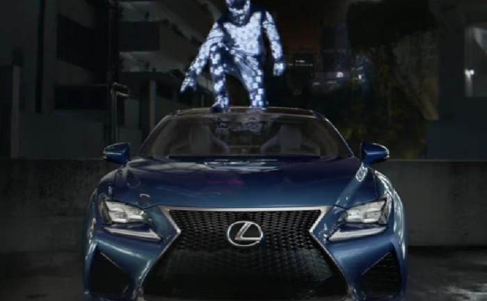 Lexus โชว์โปรเจคคนเรืองแสงกระโดดข้ามตึก สะท้อนนวัตกรรมรถได้อย่างสุดล้ำ!