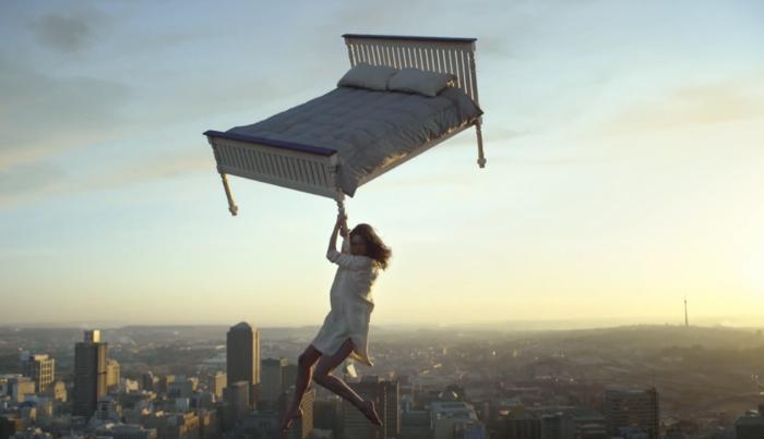 """IKEA ส่งโฆษณาใหม่ """"ตกจากเตียงลอยฟ้า"""" เพื่อย้ำไม่มีเตียงนอนไหนสบายเหมือนที่บ้าน"""