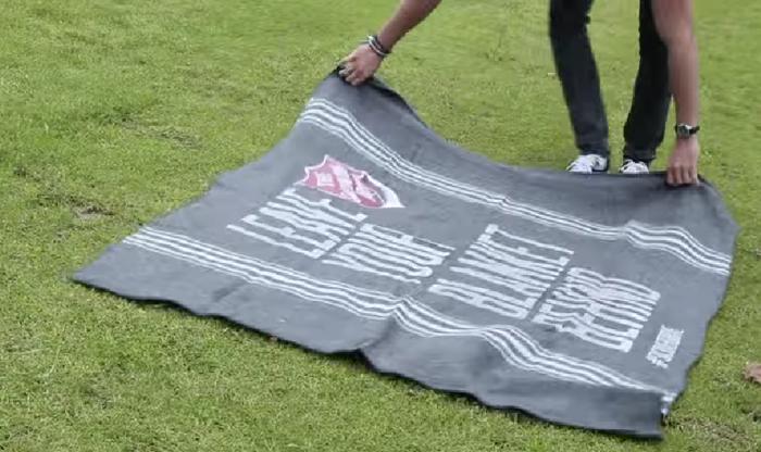 องค์กร NGO กระตุ้นยอดบริจาคผ้าห่มด้วยการแจกผ้าห่ม!?!