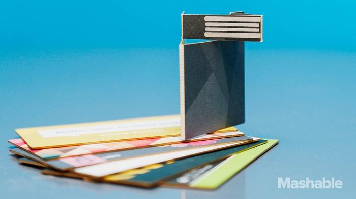 นามบัตรเก๋! เป็น USB แถมยังอัพเดทข้อมูลจากระยะไกลด้วย