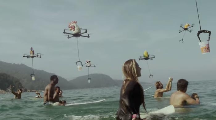 Cup Noodles เจาะกลุ่มวัยรุ่นกับโฆษณาสุดล้ำใช้ Drone แจกบะหมี่ถ้วยทุกที่ทุกเวลา