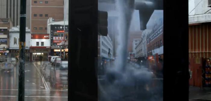 ป้ายโฆษณาหนังสุดไฮเทคใช้เทคโนโลยี AR โชว์ความหฤโหดของทอร์นาโด