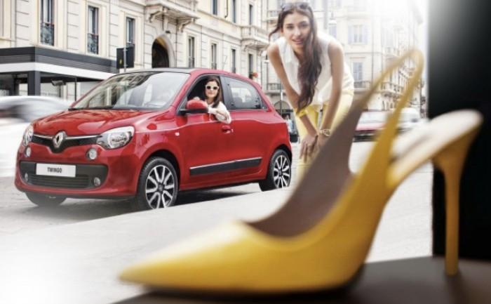 Renault หากิมมิกขายรถเจาะกลุ่มสตรีด้วยการออกแบบรองเท้าส้นสูงเพื่อใส่ขับซิ่งโดยเฉพาะ