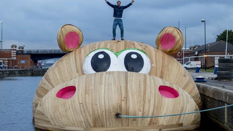 """ฮือฮา """"ฮิปโปยักษ์"""" ผลงานชิ้นใหม่ เปิดตัวในงานฉลองเทศกาลแม่น้ำเทมส์ ที่ลอนดอน"""