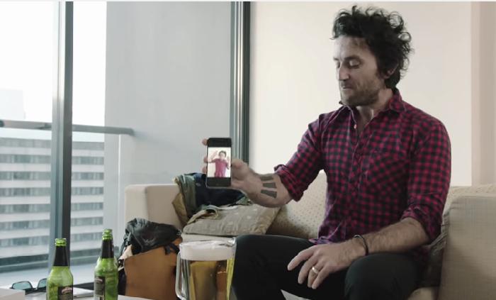 แบรนด์น้ำยาชุบชีวิตไอโฟนจมน้ำ สร้างคลิปไวรัลสุดเจ๋ง ชุบชีวิตไอโฟน 6 ตกถังเบียร์ได้จริงๆ