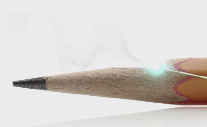 โฆษณาใหม่ iPAD AIR 2 ใช้เลเซอร์เฉือนดินสอตอกย้ำความบางจัดๆ