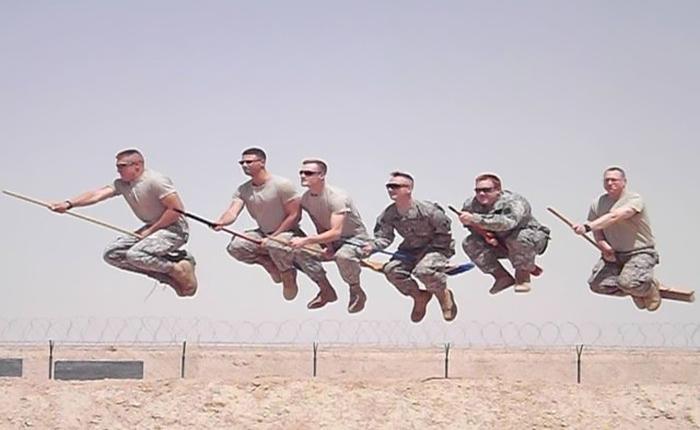 22 ภาพชวนอมยิ้มของ 'ทหาร' หาญผู้กล้า ทั้งฮา ทั้งคิกขุ