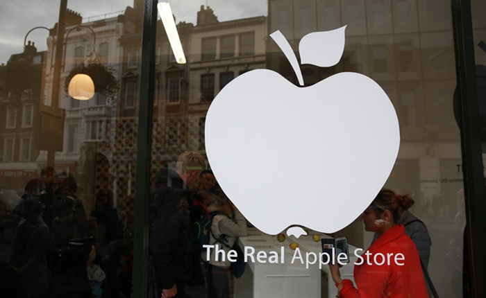 Real-Apple-Store_dezeen_700-hilight