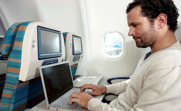 เครียดนิ! ผู้โดยสาร Singapore Airlines โวยถูกเรียกเก็บค่า wifi บนเครื่องกว่า 3.8 หมื่นบาท