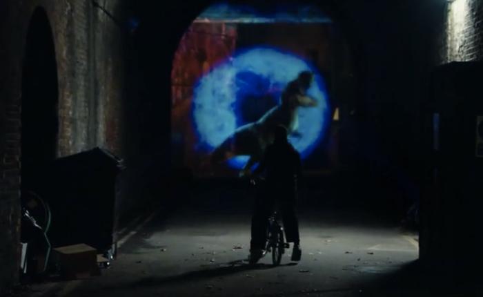 Pepsi Max แกล้งคนใช้ช็อกกับภาพโฮโลแกรม 3 มิติ ที่ตรอกมืด! ย้ำรสชาติเข้มของเครื่องดื่มไร้น้ำตาล