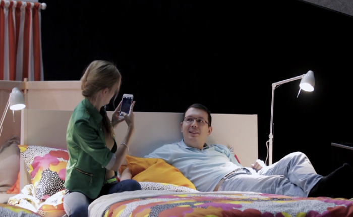 IKEA เปลี่ยนเก้าอี้ในโรงหนังให้เป็นเตียงนอนเพื่อคู่รักชมภาพยนตร์ได้สวีทขึ้น