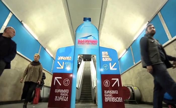 แบรนด์น้ำแร่ชวนคนเมืองออกกำลังกายด้วยวิธีสุดง่าย ปิดบันไดเลื่อนในรถไฟให้คนฟิตๆพิชิตวิ่งขึ้นชั้นสอง